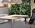 Sesja zdjęciowa fabryki mebli Dobra Forma z mobilnymi zielonymi ścianami w tle